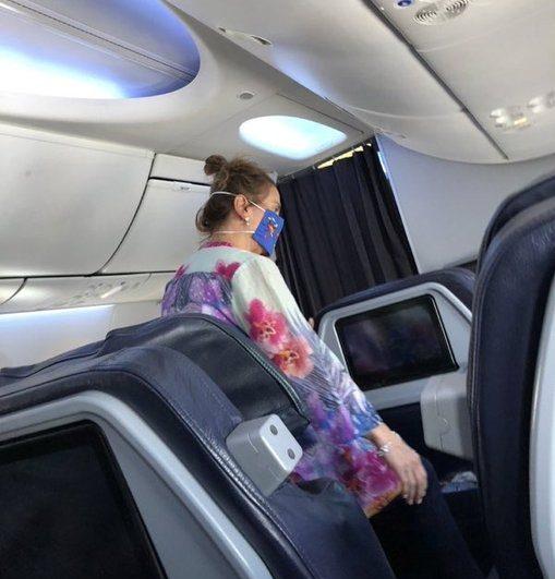 Enfrentan a esposa de AMLO en vuelo