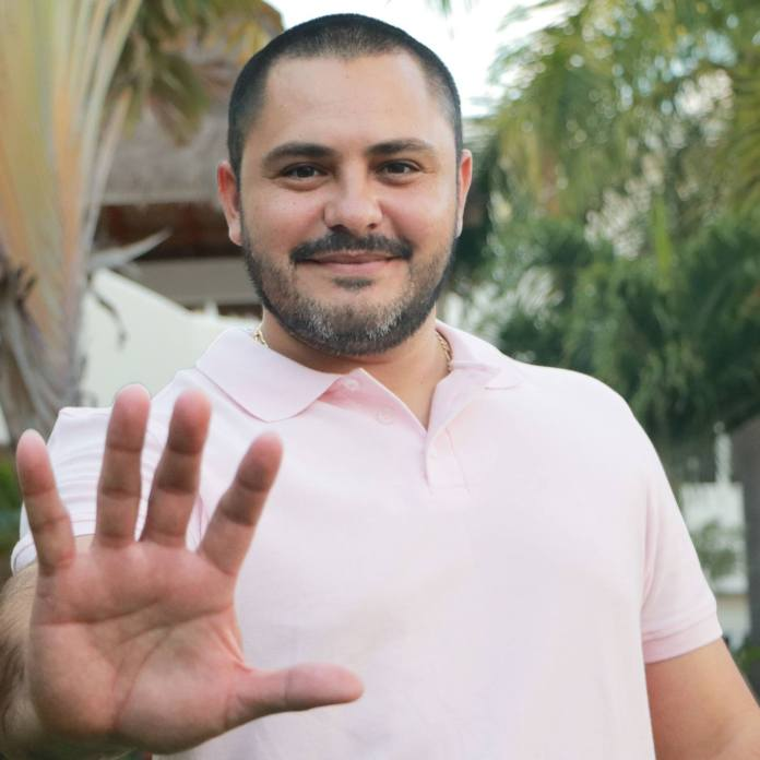 Renuncia el regidor Issac Janix; lo sustituye Erick Estrella