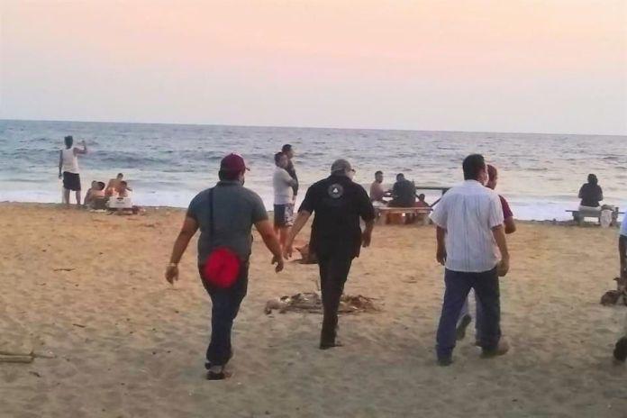 Retiran a más de 250 personas de playas en Acapulco