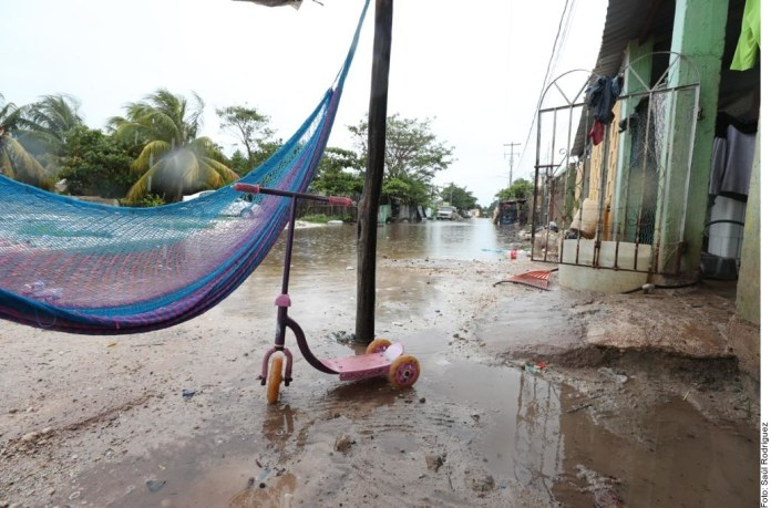 ... Y evacuan a familias en Yucatán por lluvias