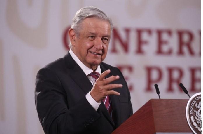 Ofrece López Obrador rescatar a escuelas particulares