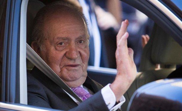 Juan Carlos de España, el rey emérito metido en un escándalo de corrupción, abandonó el país