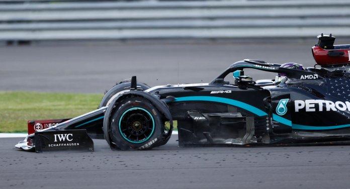 Pese a llanta pinchada, triunfa Hamilton en F1