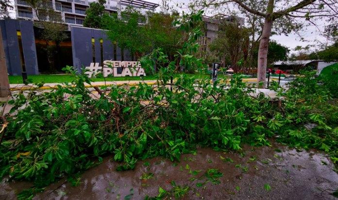 Sale entidad bien librada; pasa huracán sin estragos