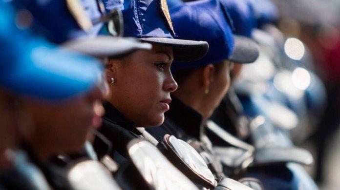 Capacitan a policías sobre equidad de género