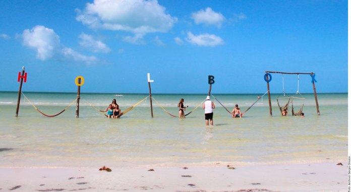 Contamina microplástico playas de isla Holbox