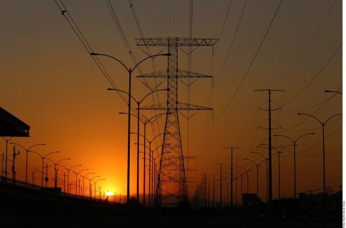 Se suma juez contra la reforma eléctrica
