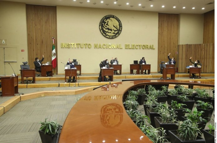 Resentirán 32 estados acoso contra el INE
