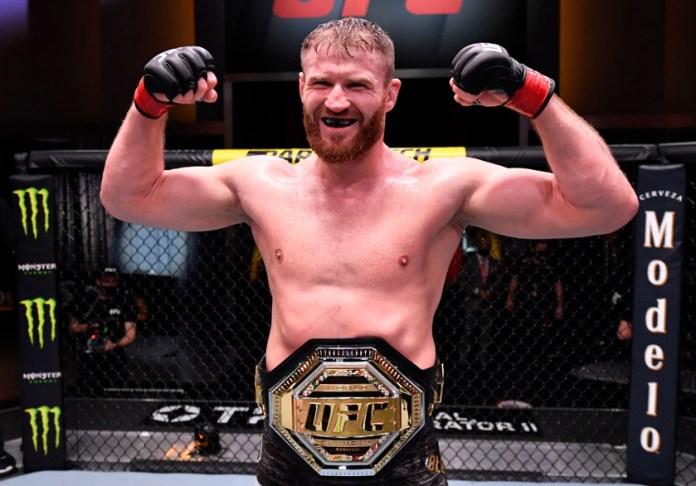 Defiende Blachowicz su título ante Adesanya en UFC 259