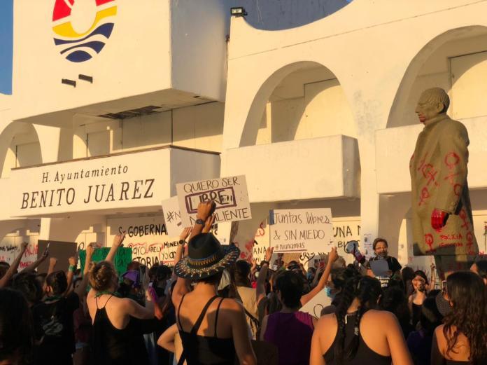 Protesta por los feminicidios de Victoria y Karla.