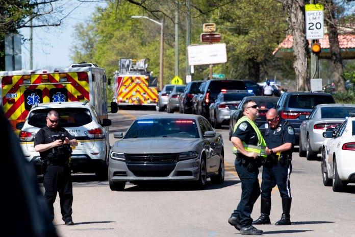 Deja tiroteo en escuela de Tennessee varias víctimas