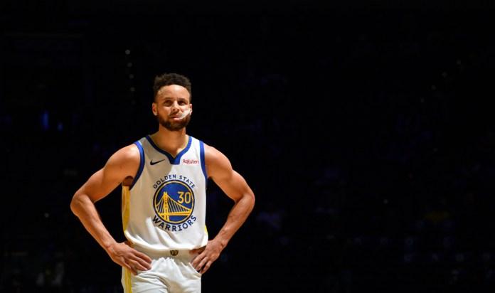 Impulsa Steph Curry a Warriors con triples