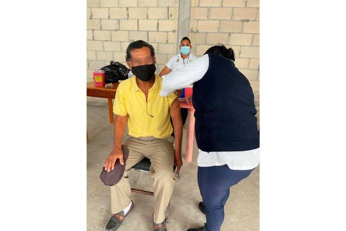 Ya vacunaron también a 50 presos en la entidad