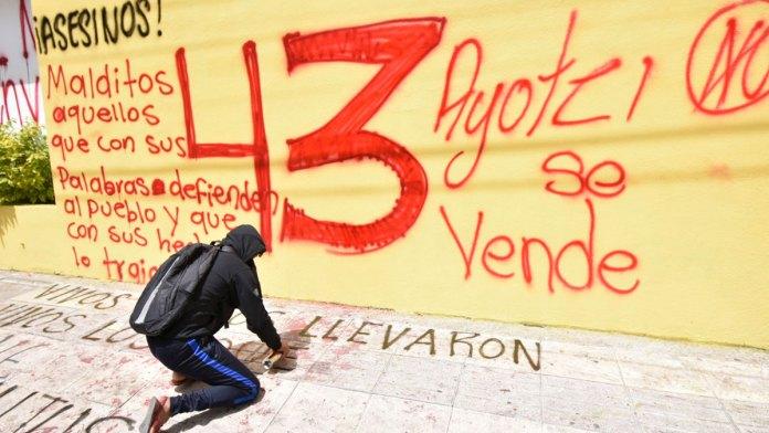Entrega EU carpeta de Caso Ayotzinapa