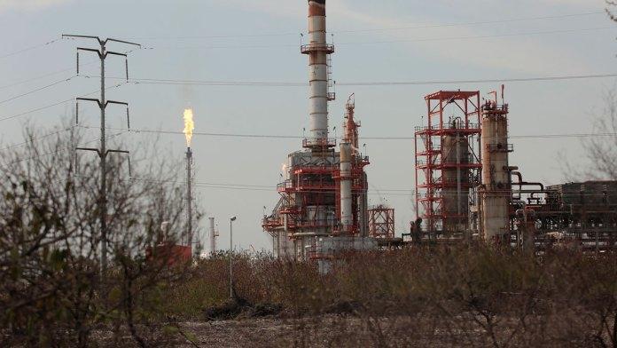 Toma México la ruta contraria en energía