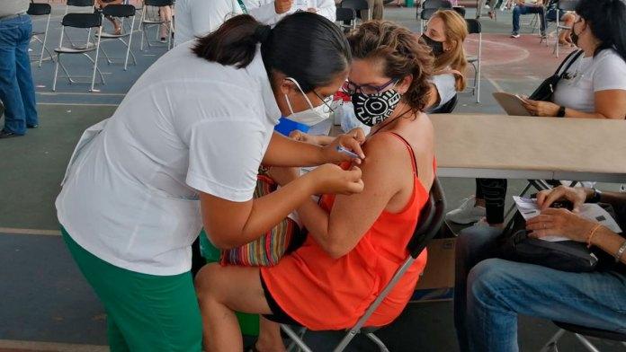 Reanudarán vacunación de 50 a 59 en Cancún