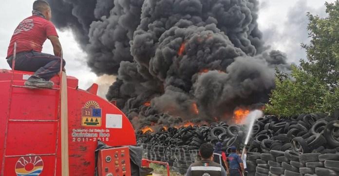 Batallan para controlar incendio en antiguo basurero