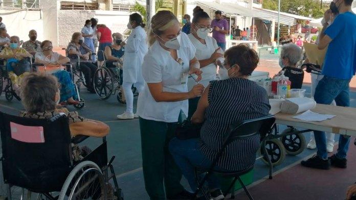Avanza aplicación de segunda dosis en Cancún