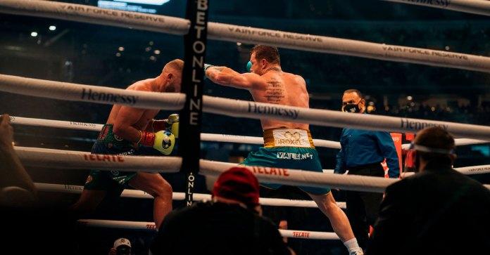 Peligra carrera de Saunders tras derrota contra Canelo