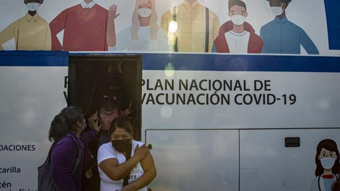 Planean en Chile una tercera dosis de vacuna contra Covid-19
