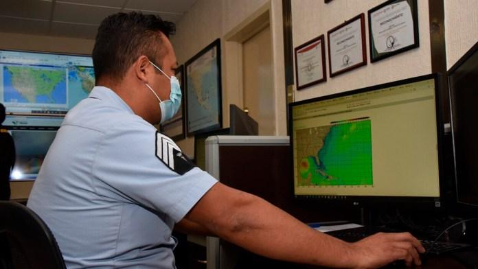 Usa la Marina información meteorológica para contener sargazo