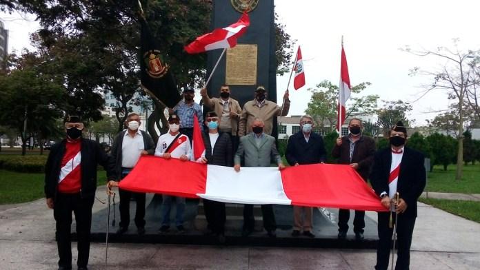 Acusan exmilitares elección amañada en Perú
