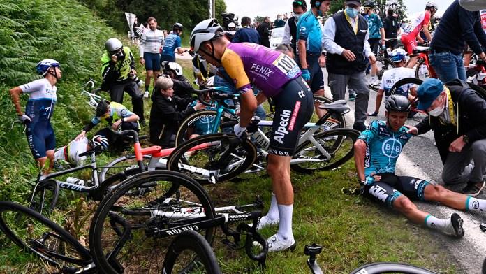 Investiga policía a culpable de accidente en Tour de Francia