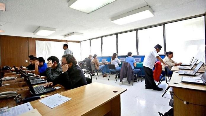 Servidores públicos vacunados regresan a oficinas