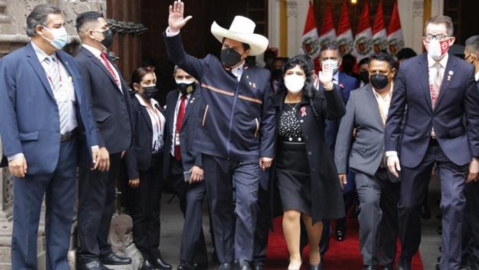 Asume Pedro Castillo la Presidencia de Perú