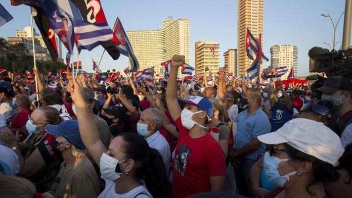 Dictan a algunos manifestantes cubanos prisión domiciliaria