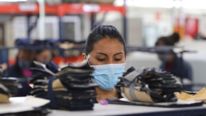 Son mexicanos líderes en horas de trabajo