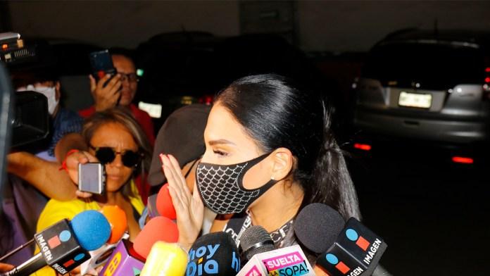Molesta a Tefi Valenzuela entrevista a Eleazar