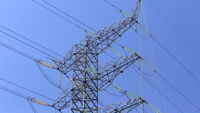 Frenan la ley eléctrica