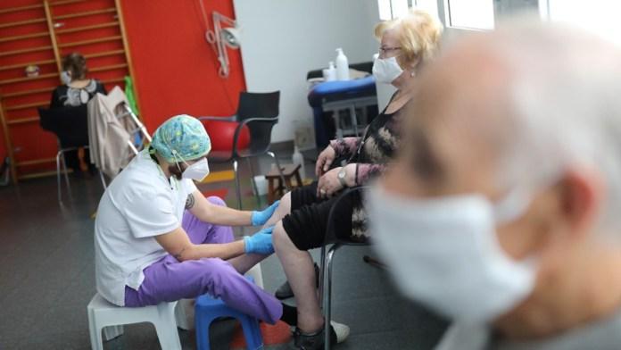 Condicionan recursos a asilos por vacunas