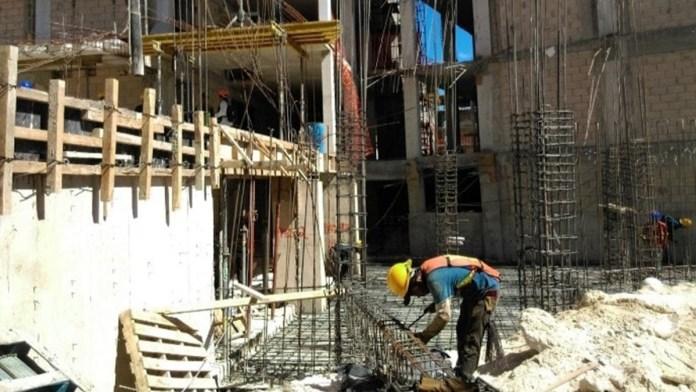 Piden constructores frenar cobro de piso