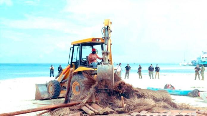 Desmantelan en operativo dos locales en Playa Langosta