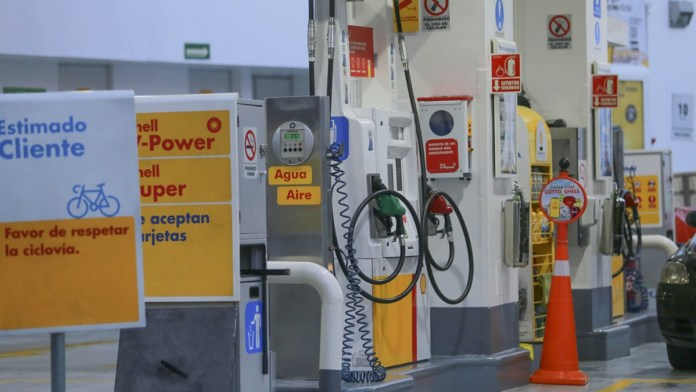 Frena CRE 800 mdp en sector gasolinero