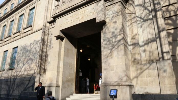 Suspende Corte a directivo por acoso