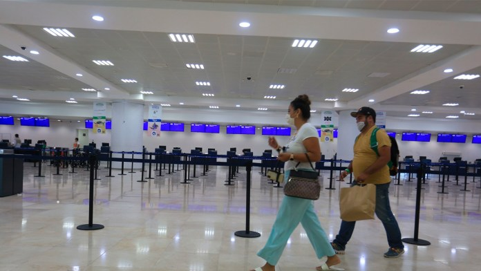 Tráfico de pasajeros no despega en México.- Asur