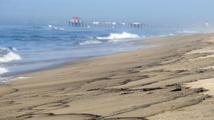 Sufren playas de California por derrame de petróleo