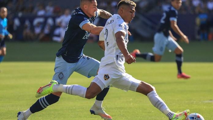 Permiten a Julián Araujo jugar para México