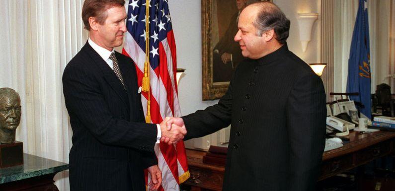 Pakistán: el desenredo de la farsa democrática