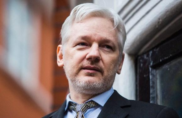 Julian Assange arrestado por la policía británica ¡No a su extradición a EEUU! ¡Por la libertad de expresión e información!