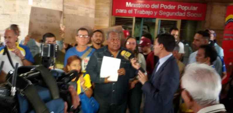 Trabajadores en Lucha protestan en el ministerio del trabajo contra el memorándum 2792