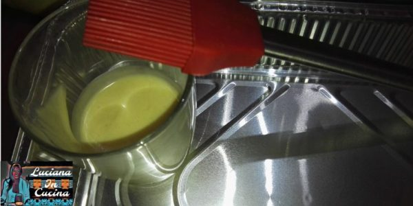 """Spalmare nella teglia un pò di staccante (ved. ricetta nella sezione """"salse""""), oppure un filo d'olio."""