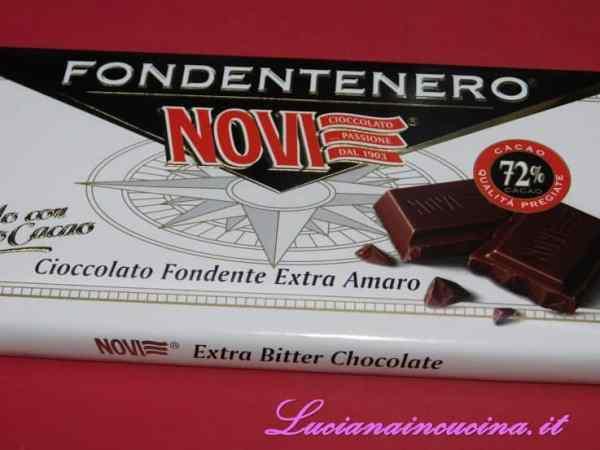 Preparare il cioccolato fondente con almeno il 70% di cacao.