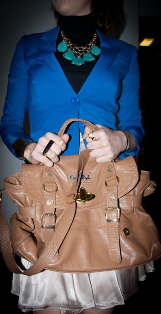 como usar bracelete, maxi colar, anel duplo e bolsa caramelo Opera Rock. Look do dia, blog de moda