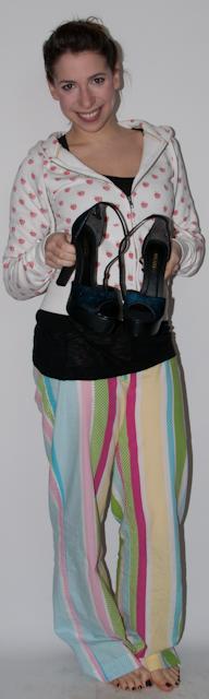 blog de moda: look do dia - como usar calca preta, blusa balone, sandalia arezzo, jaqueta de couro e clutch de paetes. blog de moda