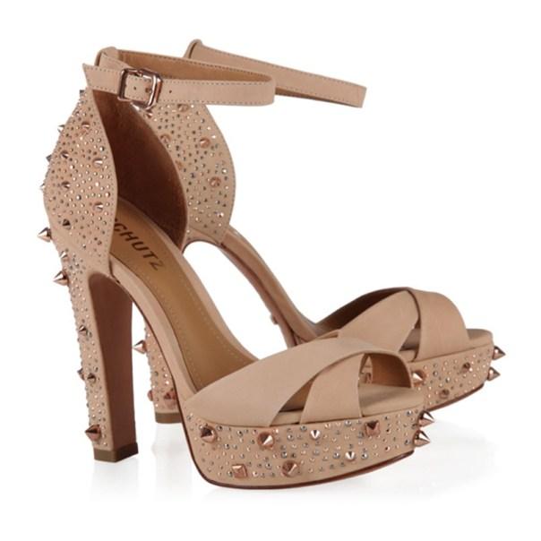 sandália spikes Schutz - sapato para casamento na praia - o que vestir para casamento na praia