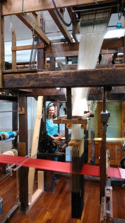 Am Jacquard-Webstuhl - Weaving at the jacquard loom